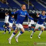 Penyerang sayap Everton Bernard