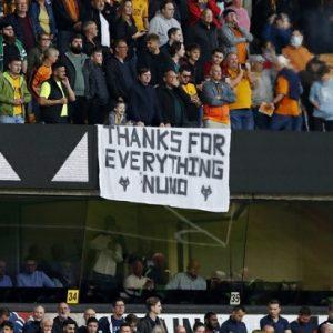Sebuah spanduk ucapan terima kasih dari suporter Wolverhampton