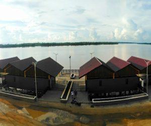 Pelabuhan yang berada di pusat kuliner di Tideng Pale